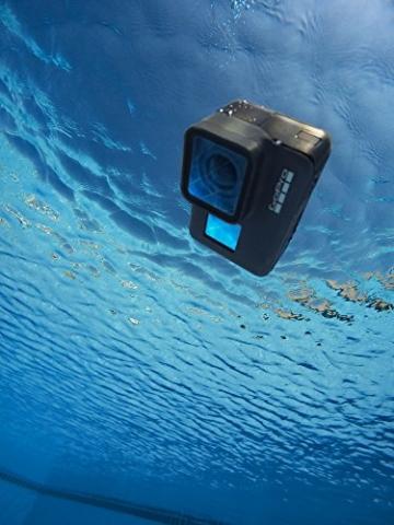 GoPro HERO5 Black Action Kamera schwimmt im Wasser